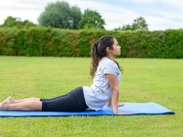 5 Best Yoga Asanas For A Flat Tummy, VidLyf.com