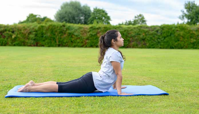 5 Best Yoga Asanas For A Flat Tummy