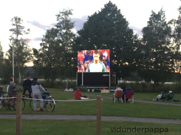 EM i fotball på storskjerm ute i finværet i Karlsborg er ikke feil!