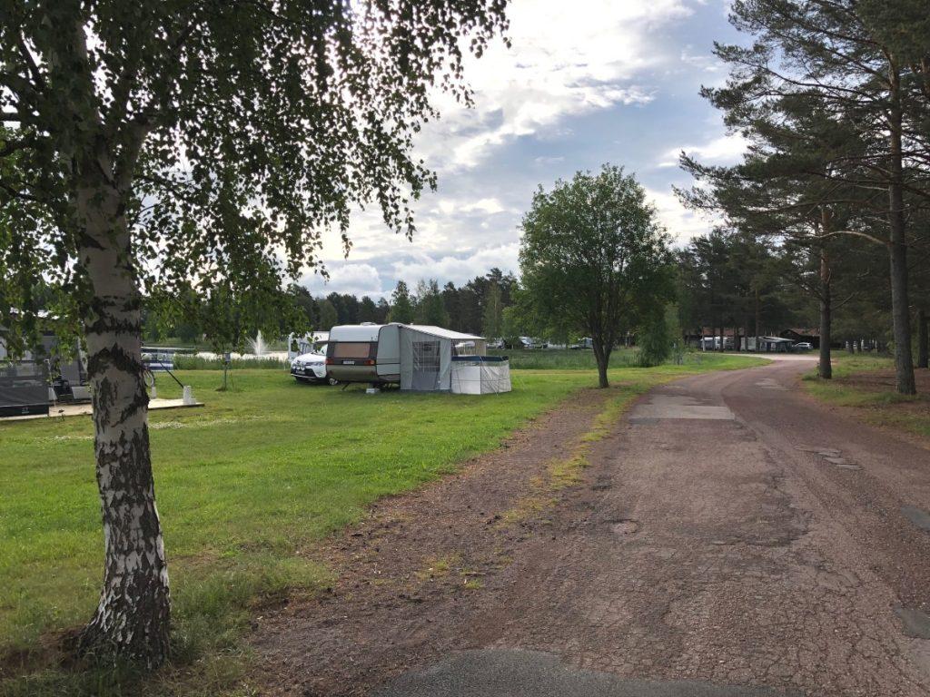 Orsa Camping er det god plass og langs hele campingplasser er det flotte stier som tar deg fra A til Å!