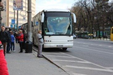 """Автобус ТО """"Відвідай"""" возле гостиницы Львов"""