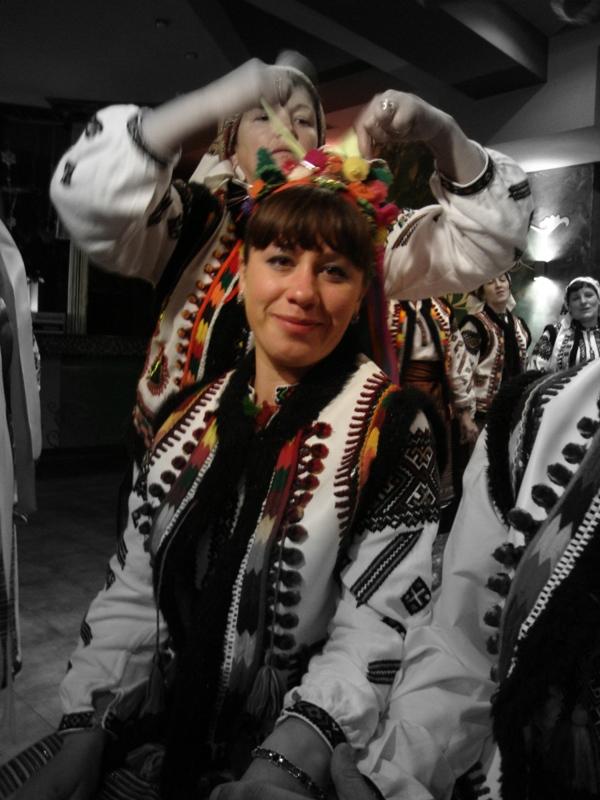 Попросите местных жителей одеть народные костюмы