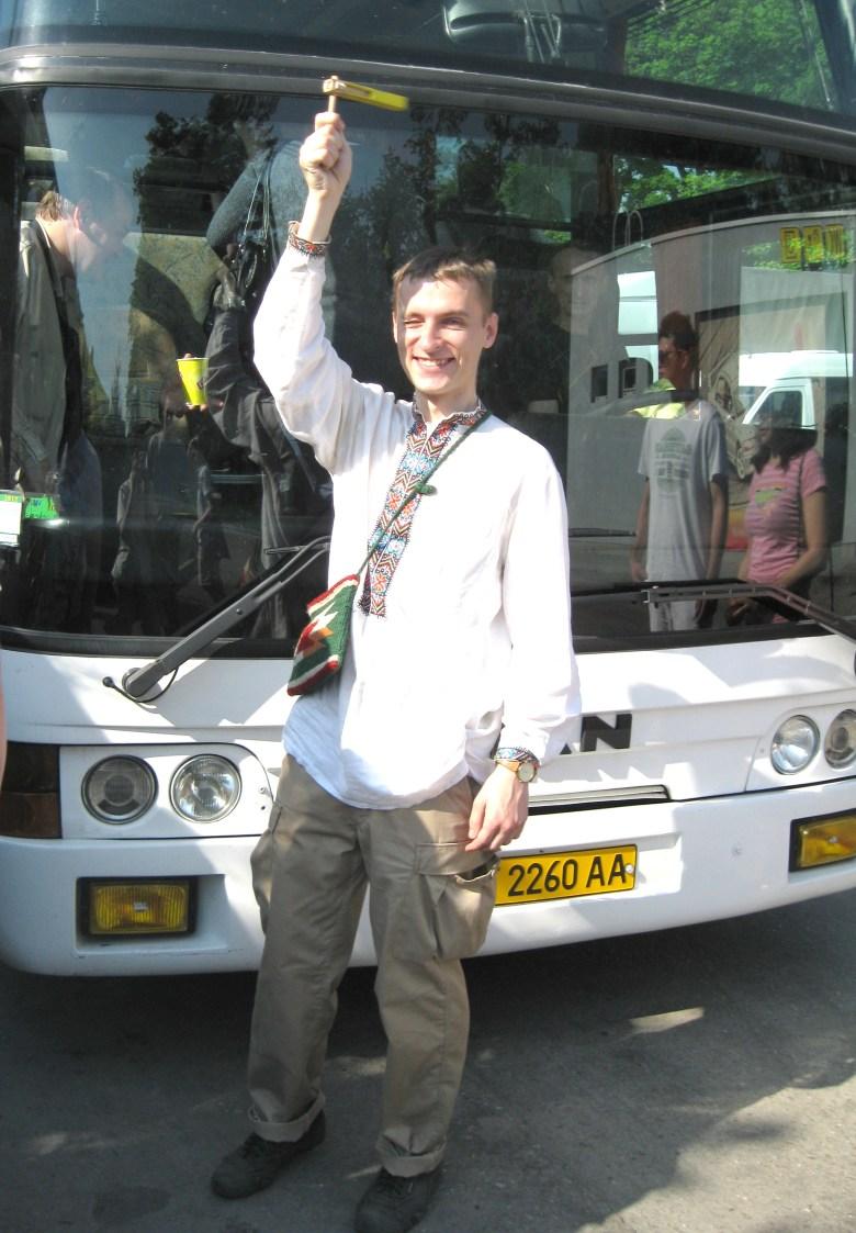 Деркач завжди допомагає керівнику екскурсійної групи