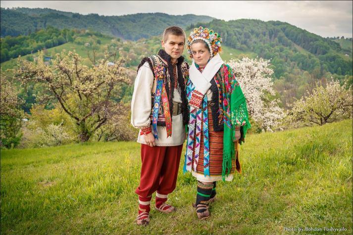 """Гуцульские молодежи """"кнезь"""" и """"кнегиня"""" (фото Богдан Пошивайло)"""