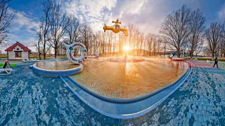 """Relaxing complex """"The Kosyno thermal waters"""" (photo by Andy-pix)"""