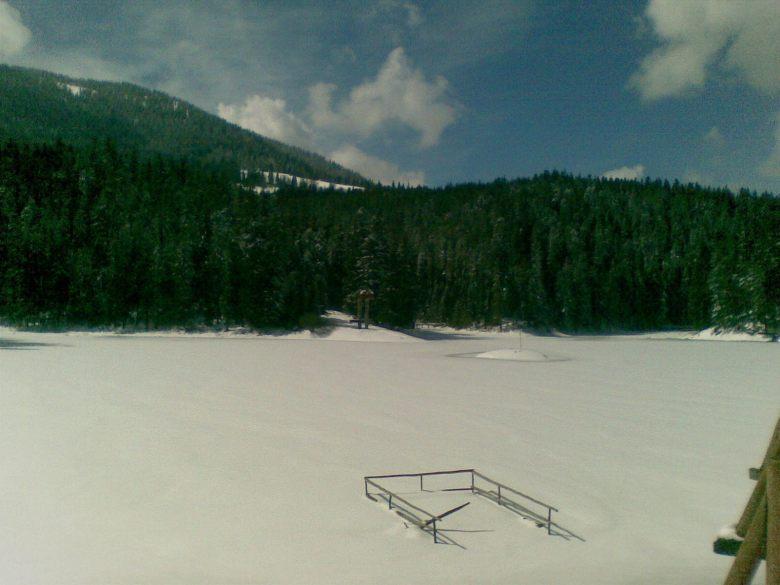 Озеро Синевир замерзло. Вербное воскресенье 2015 г.