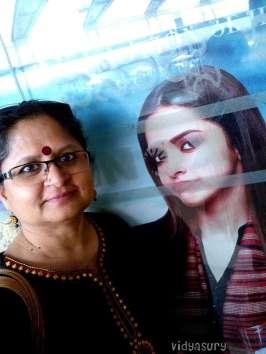 Movie poster selfie Piku