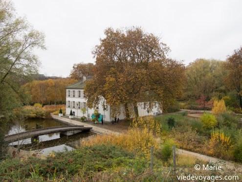 La maison au bord du lac. Parc de Bercy