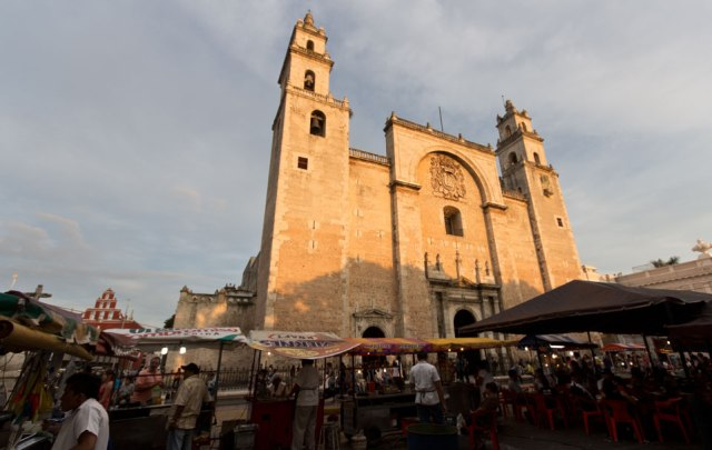 cathedral_merida_plaza_grande