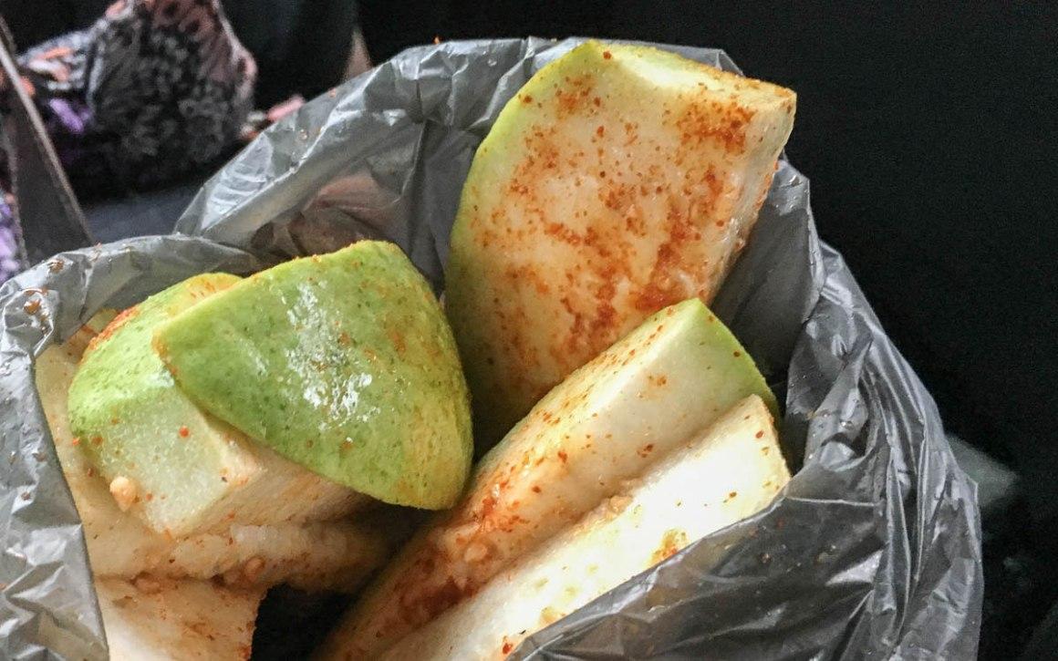 Guave mit Chili und Kokosöl