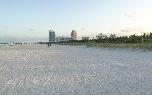 Miami Beach Sehenswürdigkeiten South Beach Strand Skyline