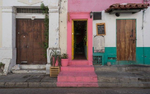 Bunte Eingänge in Cartagena