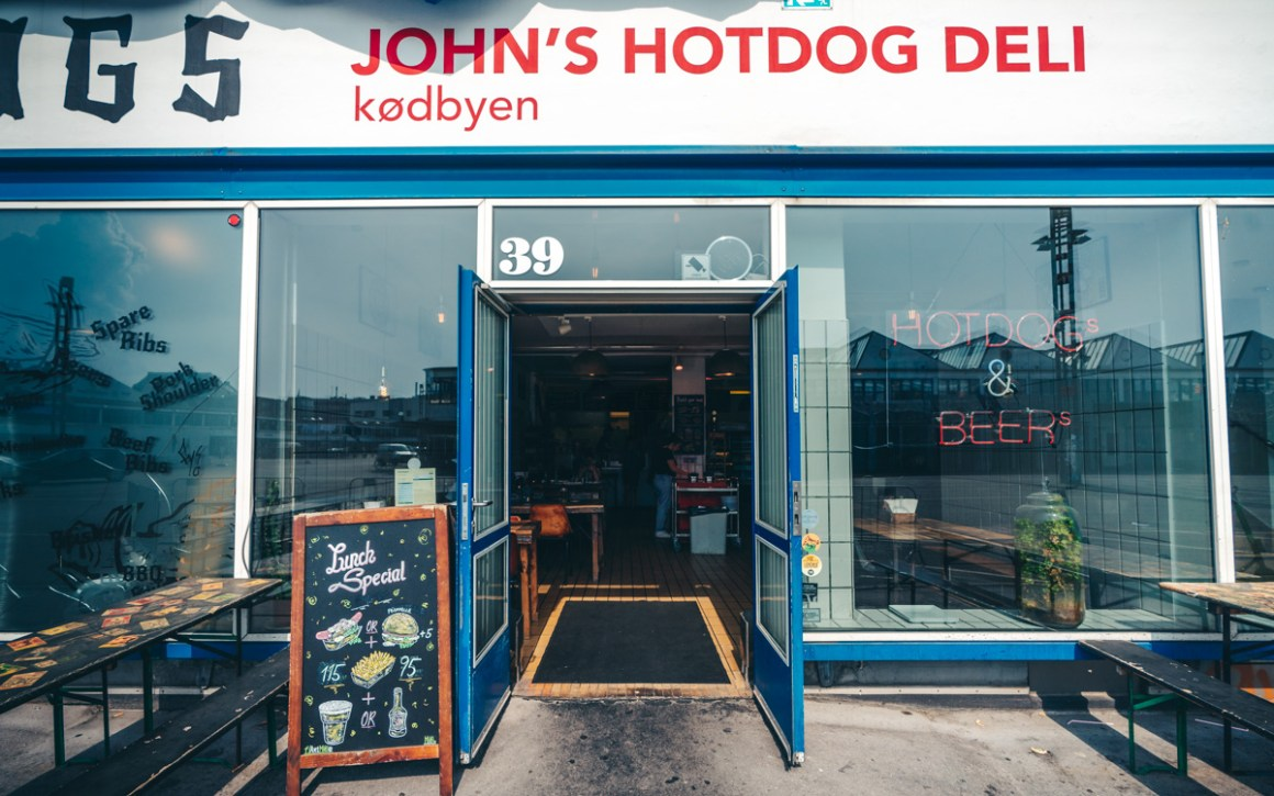 kopenhagen-food-guide-johns-hotdog-deli