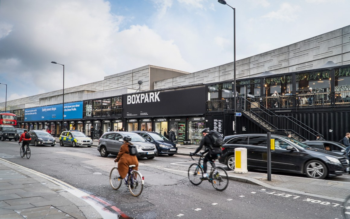 "london-restaurant-tipps-boxpark.shoreditch ""width ="" 1200 ""height ="" 750 ""srcset ="" https://viel-unterwegs.de/wp-content/uploads/2020/01/london-restaurant-tipps-boxpark .shoreditch.jpg 1200w, https://viel-unterwegs.de/wp-content/uploads/2020/01/london-restaurant-tipps-boxpark.shoreditch-500x313.jpg 500w, https://viel-unterwegs.de /wp-content/uploads/2020/01/london-restaurant-tipps-boxpark.shoreditch-768x480.jpg 768w, https://viel-unterwegs.de/wp-content/uploads/2020/01/london-restaurant- tips-boxpark.shoreditch-1024x640.jpg 1024w ""sizes ="" (max-breedte: 1200px) 100vw, 1200px ""/></noscript data-recalc-dims="