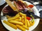 Griffin: BLT (Bacon Lettuce Tomato) Sandwich mit Chips