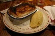 Hillhead Bookclub: Steak and Ale Pie mit Kartoffelpüree