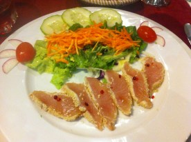 "Roher Tunfisch in Sesampanade, ""Atlantis"", Santa Maria, Sal"