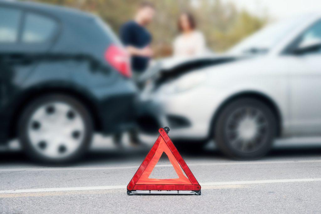 Schnelle Hilfe bei einem Unfall: Dank eingebauter SIM-Karte und GPS-Technologie bietet der Stecker für die On-Board-Diagnose-Buchse eine automatische Notruffunktion - Wenig fahren
