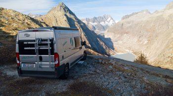 Die imposante Natur Nordeuropas bereisen und jeden Tag die Reiseroute nach Lust und Laune festlegen: Ein Wohnmobil bietet im Urlaub alle Freiheiten.