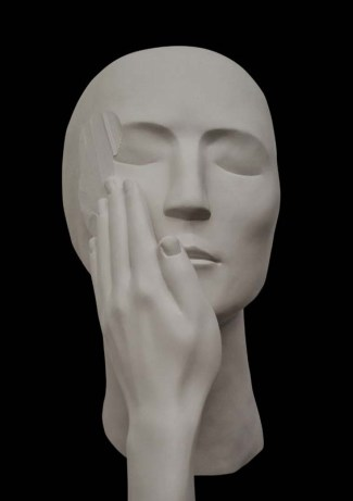 Evelyn Loschy, Uuntitled [kinetic sculpture #4], 2012-2016, 21 x 15 x 18 cm & video, Head and hand, kinetic-autodestructive sculpture, plaster, sewa-cryl & Performancevideo, colour, 2:16 min, multiple-edition: 20+5 AP, courtesy of the artist and galerie michaela stock