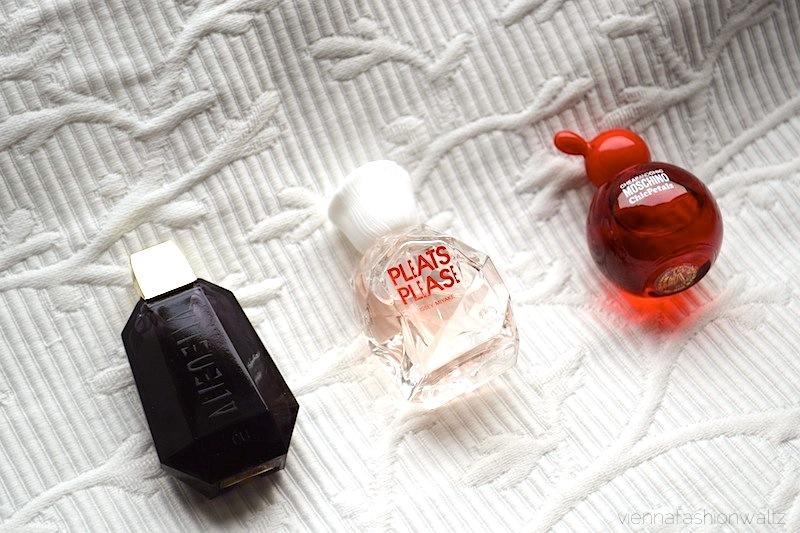 2 Beautesse Beauty Box Alien Pleats Please Moschino ChichPetals