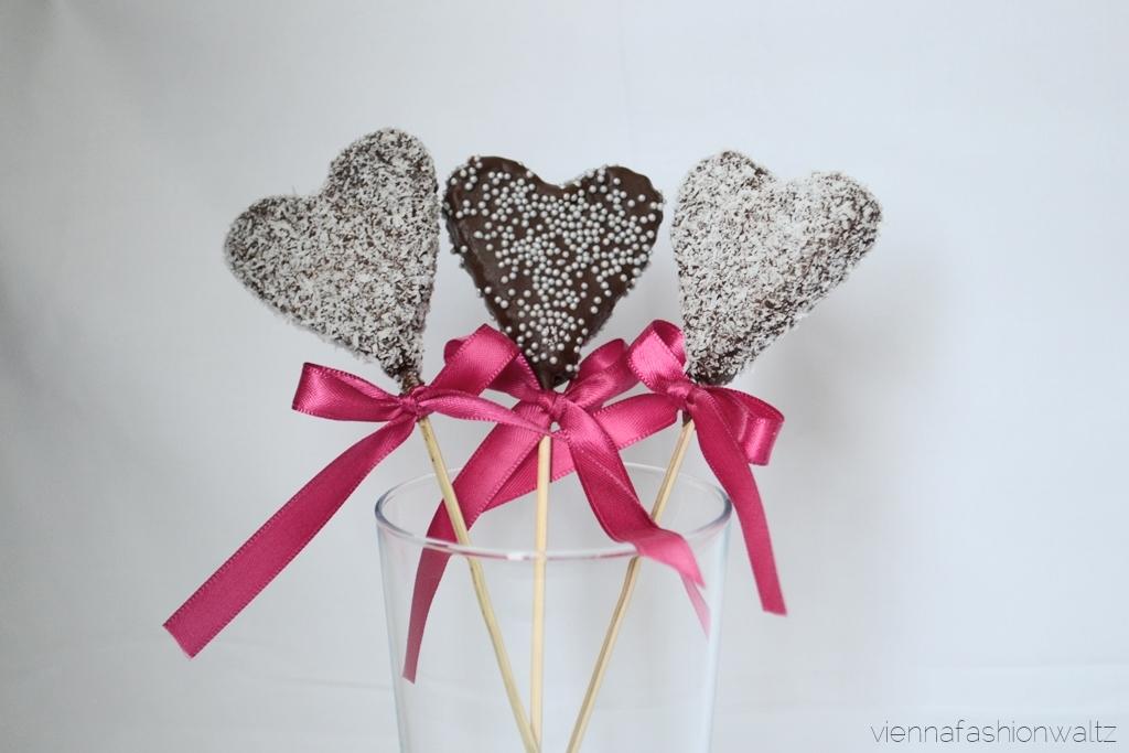 3 Cake Pops in Herzform