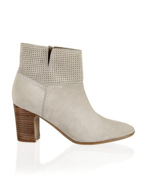 bequeme Boots um 89,95€ http://www.stiefelkoenig.com/at/Damen/WomensShoes/Boots-Stiefeletten/Miss-Divine-Veloursleder-Stiefelette--1123604044?related-search=%2FWomensShoes-category%2FBoots-Stiefeletten-producttype&index=36