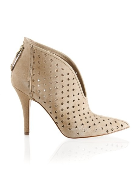 Bootie mit Sternchen um 190€ http://www.stiefelkoenig.com/at/Damen/WomensShoes/Boots-Stiefeletten/Guess-Veloursleder-Bootie--1141202846?related-search=%2FWomensShoes-category%2FBoots-Stiefeletten-producttype&index=0