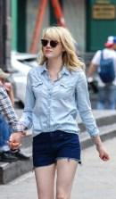 Emma Stone www.stylebistro.com_lookbook_Denim+Shirt_9FbmNxF4SRA_angle_3v_4Pmi27yX