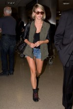 Julianne Hough www.stylebistro.com_lookbook_Denim+Shorts_yLMM3uDaQfP