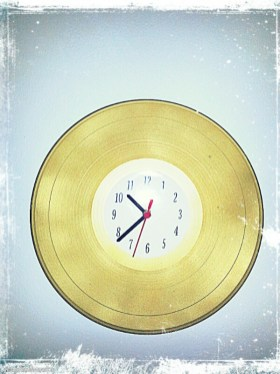 diy, upcycling, Uhr, Vinyl, Schallplatte, gold, Uhrwek