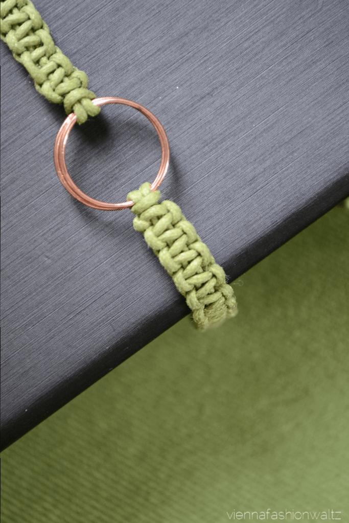 DIY Makramee-Armband mit Rosé-Detail