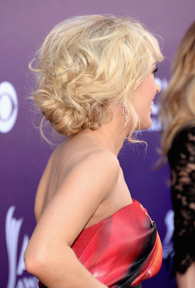 Carrie+Underwood+Updos+Messy+Updo+fUBe0AJWp_1l