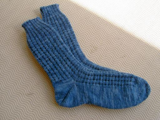 https://handarbeitenhss.wordpress.com/2014/04/14/herrensocken-fur-robin/