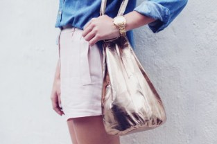 http://apairandasparediy.com/2013/05/diy-bucket-bag.html