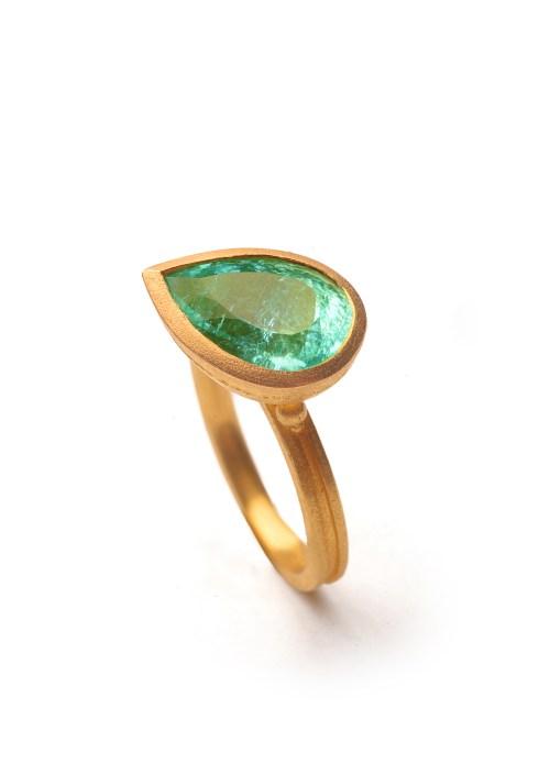 Ring aus Gold mit Paraiba: €19.990
