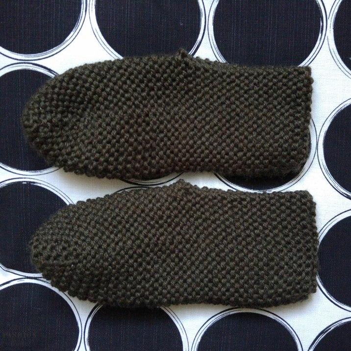 Hausschuhe selbstgestrickt, Stricken, gratis Anleitung, einfach, Wolle, warme Füße, Wollschuhe