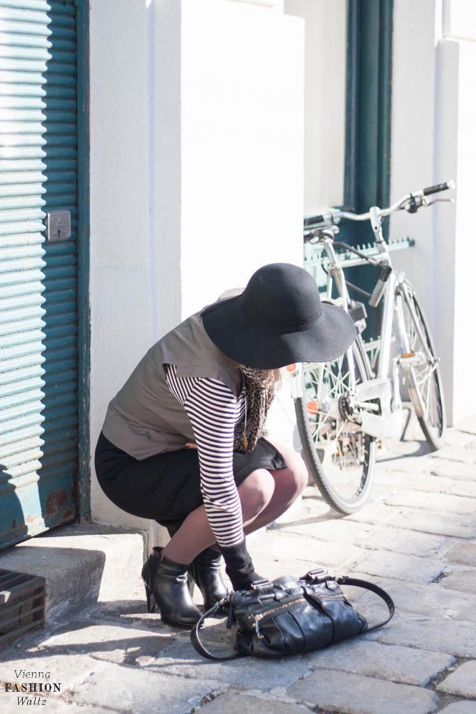 Fashionblog www.viennafashionwaltz.com Stripes Comma &otherstories dress like french parisienne (7 von 36)