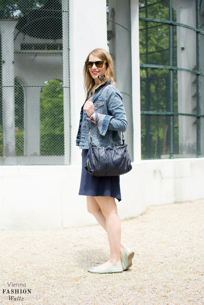 And Other Stories Kleid Jeansjacke H&M Bandana Comma Fashion Blog Wien www.ViennaFashionWaltz.com-1