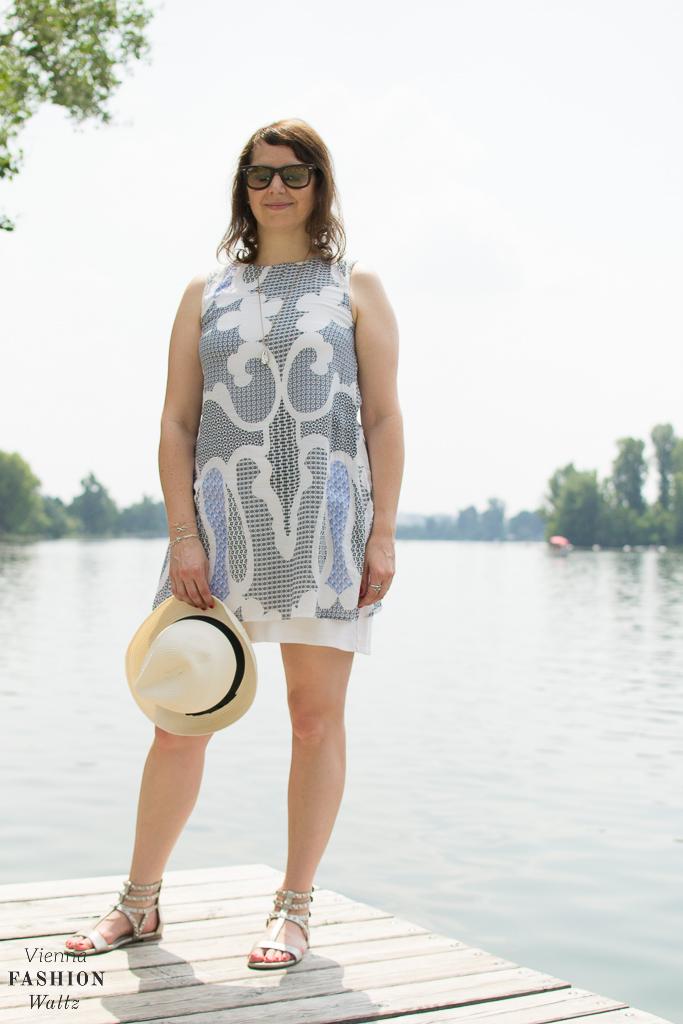 It's in the water Baby...Sommer an der Alten Donau Das blaue, kühle Nass übt schon seit jeher eine Faszination auf mich aus. Ich bin eine richtige Wasserratte und wie es sich für Wasserliebhaber gehört, macht man mir mit einer Bootsfahrt,