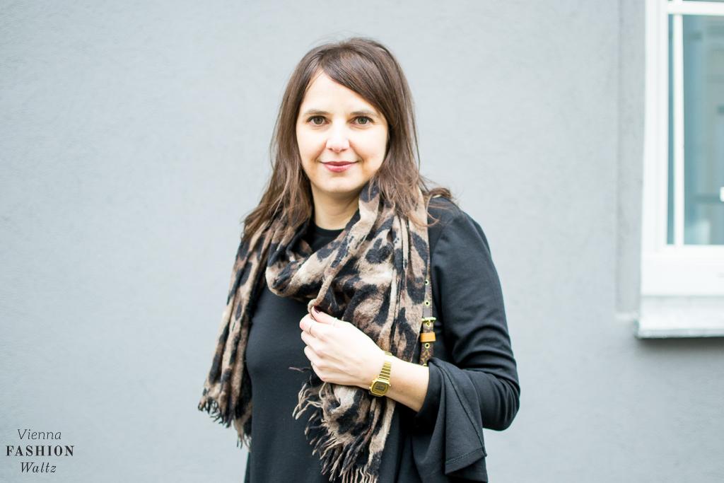 All Black fashion-food-lifestyle-blog-wien-austria-osterreich-www-viennafashionwaltz-com-all-black-outfit-look-black-dress-11-von-50