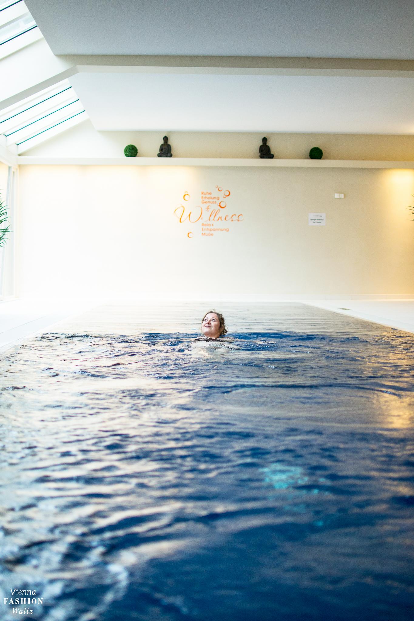 Indoor Pool, Weissenseerhof & TIAN | Erstes vegetarisches BioHotel in Österreich | www.viennafashionwaltz.com