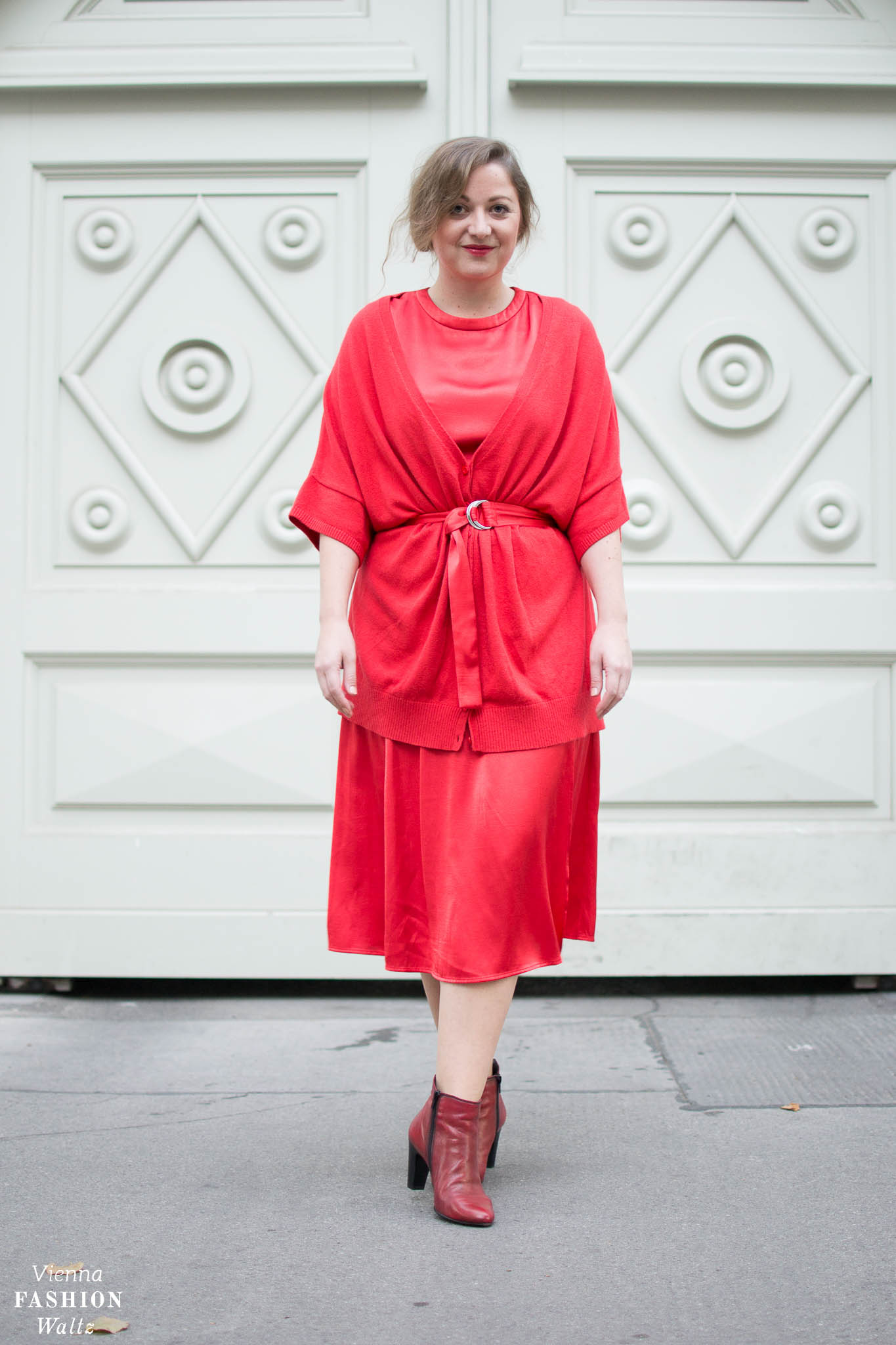 Red All Over Outfit | Streetstyle, Fashion Trends