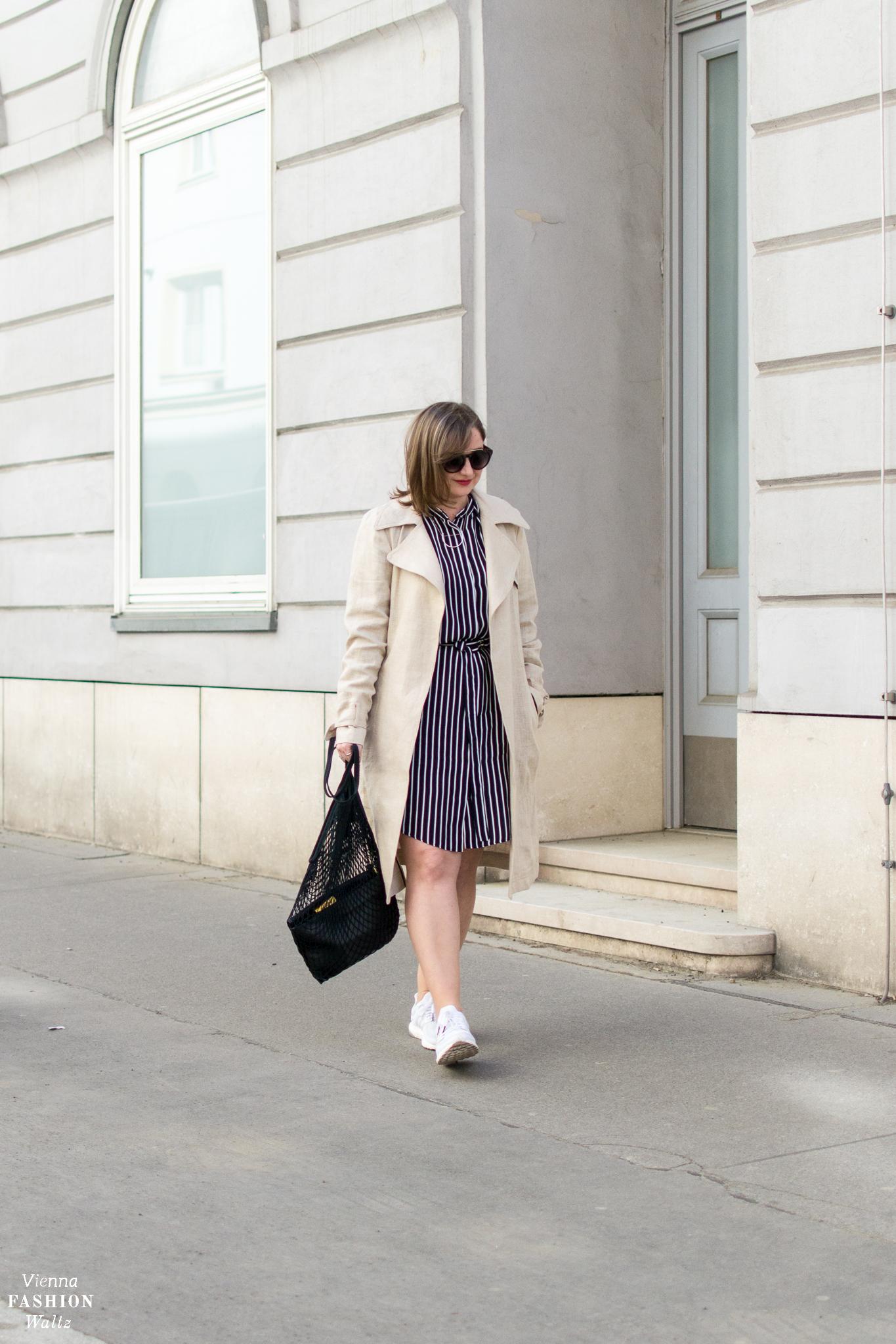 Die richtige Pflege von Leinen | Ein Trenchcoat aus Leinen zum Streifenkleid | Fashion Trends | Streetstyle Vienna | Outfit, Ordnung & Lifehacks, Kleiderpflege, Tipps & Tricks