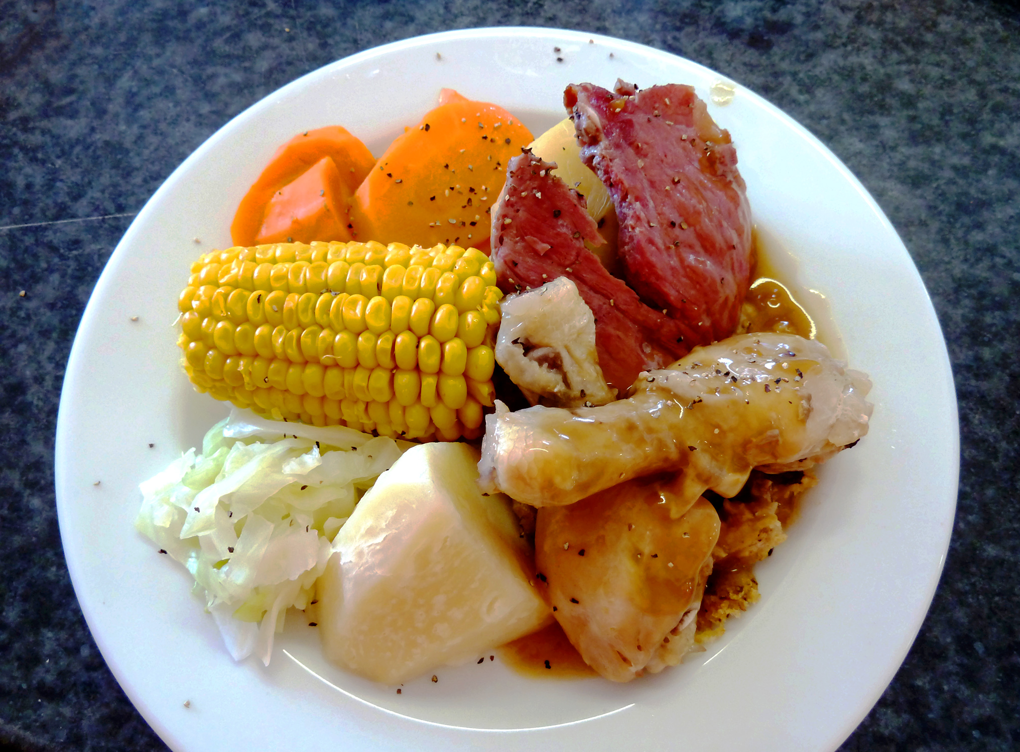 Plat de cuisson traditionnelle maorie
