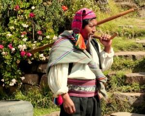 villageois en costume traditionnel