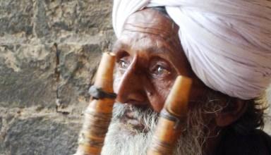 vieil indien joueur de flûte