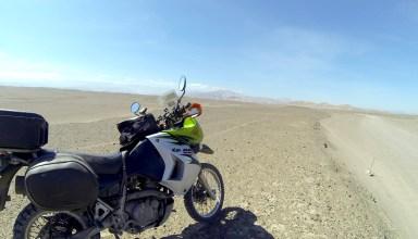 moto dans un désert au pérou