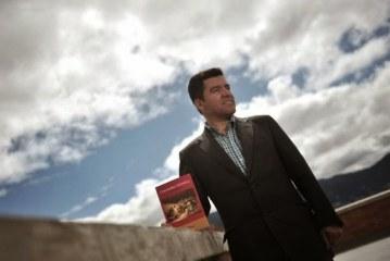 Oscar Bustos Lanzará hoy su nuevo libro: Colombia Crónica