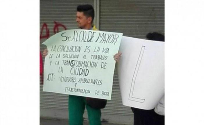 Los vendedores ambulantes se manifestaron en la posesión de Peñalosa